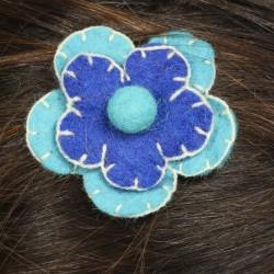 Barrette laine bouillie fleur brodée bleu