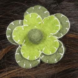 Prendedor pelo nina clip flor lana fieltro bordado verde