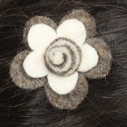 Prendedor pelo nina clip flor lana fieltro espiral blanca