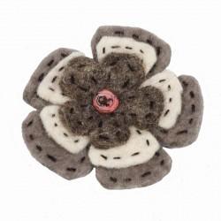 Broche laine cardée ethnique grise
