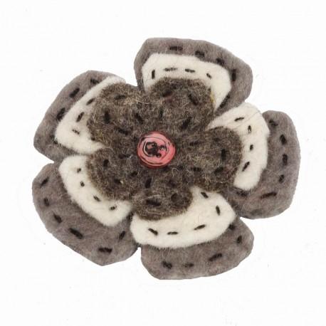Broche mujer nino lana hervida flora boton gresa